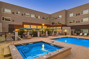 New Element Sedona by Marriott - Pool & Tub