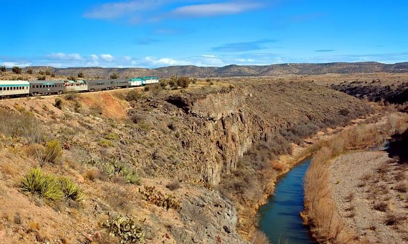 Train runs through Verde Canyon